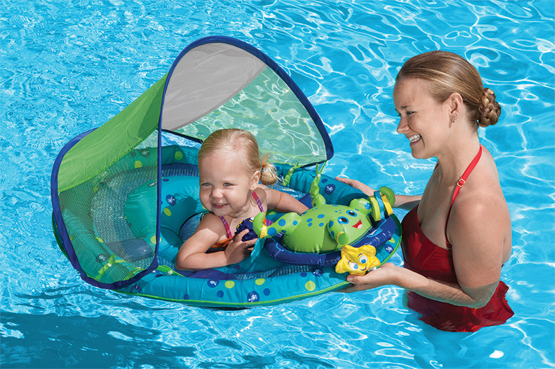 10 Tips for Introducing Your Baby to the Pool
